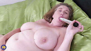 Big British Mommy Camilla Gets Creampie in her Hungry Pussy