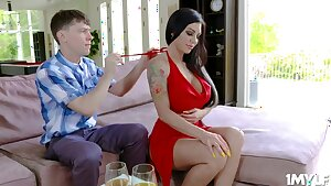 Stud gets an practice from a hot milf - Melissa lynn