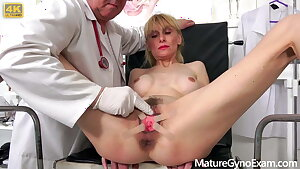 Naughty gynecologist Tim Wetman inspects old vaginas