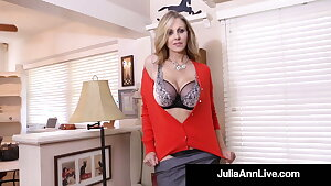 Cum Open up With Milf Julia Ann As She Bangs Her Mature Coochie